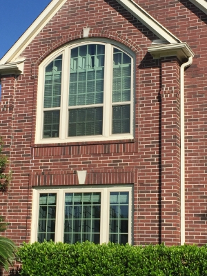 The experts at AWP Windows replaced this Kingwood homeowner's windows with new, fresh vinyl windows.